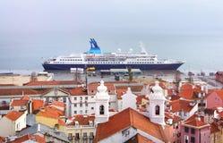 Skyline nevoenta da mola de Lisboa Imagens de Stock Royalty Free