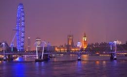 Skyline no crepúsculo, Inglaterra de Londres fotos de stock royalty free