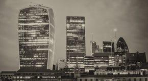 Skyline no crepúsculo, Londres de Canary Wharf - Reino Unido Imagem de Stock Royalty Free