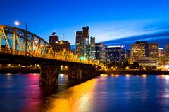 Skyline no por do sol, Oregon de Portland foto de stock