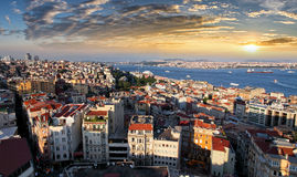 Skyline no por do sol, Turquia de Istambul imagem de stock royalty free