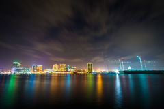 The skyline of Norfolk at night, seen from the waterfront in Por Royalty Free Stock Photography