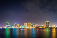 The skyline of Norfolk at night, seen from the waterfront in Por Royalty Free Stock Images