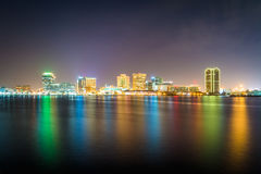 The skyline of Norfolk at night, seen from the waterfront in Por Stock Photo