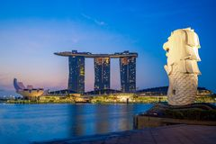 Free Skyline Of Singapore With Merlion And Sands At Night Stock Photography - 124910072