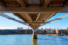 Skyline Reino Unido da ponte do milênio de Londres Fotografia de Stock