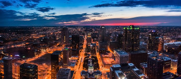 Skyline St. Louis City gesehen von oben genanntem nachts Lizenzfreies Stockbild