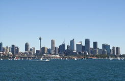 Skyline Sydney-Australien vom Hafen Stockbilder