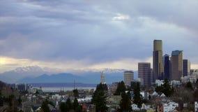 Skyline tormentoso de Seattle Washington Puget Sound Downtown City do céu vídeos de arquivo
