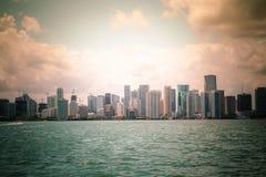 Skyline und Bucht Miamis Florida Stockfotografie