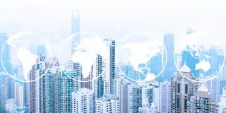 Skyline urbana moderna Comunicações globais e trabalhos em rede Mapas de mundo ilustração stock
