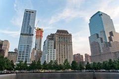 Skyline vom Südpool bei 911 Erinnerungs und Museum Lizenzfreie Stockfotos
