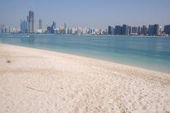 Skyline von Abu Dhabi Lizenzfreies Stockbild
