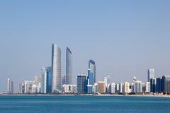 Skyline von Abu Dhabi Lizenzfreie Stockfotos