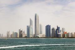 Skyline von Abu Dhabi Lizenzfreie Stockbilder