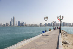 Skyline von Abu Dhabi Stockbild
