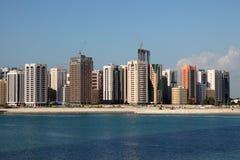 Skyline von Abu Dhabi Downtown Lizenzfreies Stockbild