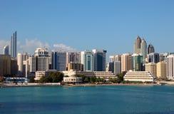 Skyline von Abu Dhabi Tourist Club Stockbild