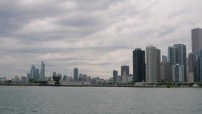 Skyline von Chicago - Ansicht vom Marinepier stock footage