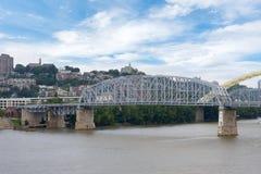 Skyline von Cincinnati, Ohio von Park Generals James Taylor in N lizenzfreies stockbild