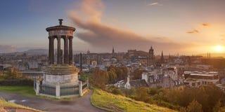 Skyline von Edinburgh, Schottland bei Sonnenuntergang Stockbild
