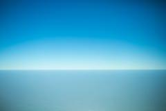 Skyline von einem Flugzeugfenster Lizenzfreie Stockfotografie
