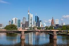 Skyline von Frankfurt-Hauptleitung Lizenzfreie Stockbilder