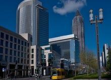 Skyline von Geschäftsgebäuden und Handelsmesse ragen in Frankfurt, Deutschland hoch Lizenzfreies Stockfoto