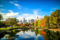 Skyline von im Stadtzentrum gelegenem Charlotte in Nord-Carolina Stockbilder