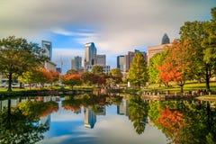 Skyline von im Stadtzentrum gelegenem Charlotte in Nord-Carolina Lizenzfreie Stockfotos