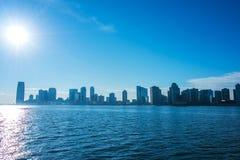 Skyline von Jersey City auf hellem Lizenzfreies Stockbild