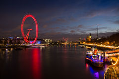 Skyline von London an der Dämmerung Lizenzfreies Stockbild