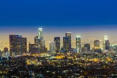 Skyline von Los Angeles bis zum Nacht Stockfotografie