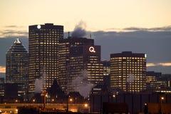 Skyline von Montreal im Stadtzentrum gelegen nachts stockfotografie