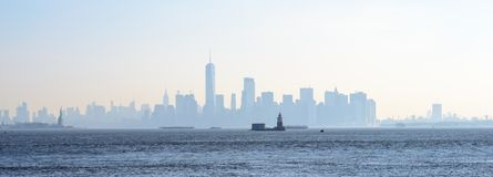 Skyline von Nebel New York City morgens Stockbild