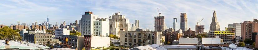 Skyline von New York gesehen von im Stadtzentrum gelegenem Brooklyn Stockfotografie