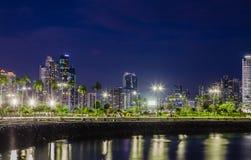 Skyline von Panama-Stadt an der blauen Stunde lizenzfreies stockbild