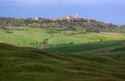 Skyline von Pienza mit bewölktem Himmel, Val-d'Orcia, Toskana, Italien Lizenzfreie Stockfotografie