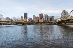 Skyline von Pittsburgh, Pennsylvania-fron Allegheny Landung acros Lizenzfreie Stockbilder
