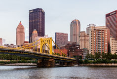 Skyline von Pittsburgh, Pennsylvania-fron Allegheny Landung acros Stockfotografie