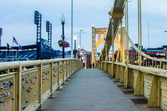 Skyline von Pittsburgh, Pennsylvania-fron Allegheny Landung acros Stockbilder