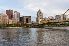 Skyline von Pittsburgh, Pennsylvania-fron Allegheny Landung acros Lizenzfreies Stockfoto