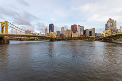 Skyline von Pittsburgh, Pennsylvania-fron Allegheny Landung acros Stockbild