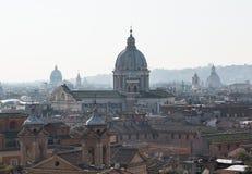 Skyline von Rom in Richtung zu San- Carloal Corso stockfoto