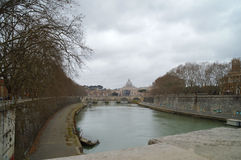 Skyline von Rom, von Vatikan und von Tevere-Fluss brücken Lizenzfreie Stockfotografie