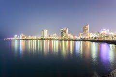 Skyline von Salmiya nachts, Kuwait Lizenzfreie Stockfotografie