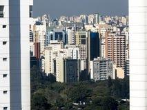Skyline von Sao Paulo im Stadtzentrum gelegen stockfotos