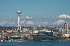 Skyline von Seattle und von Raum-Nadel-Turm in Washington, vereinigt stockbilder