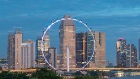 Skyline von Singapur mit berühmtem Singapur setzen Radnacht zum Tag-timelapse über stock footage