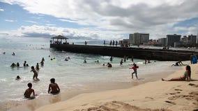 Skyline Waikiki-Strand stock video